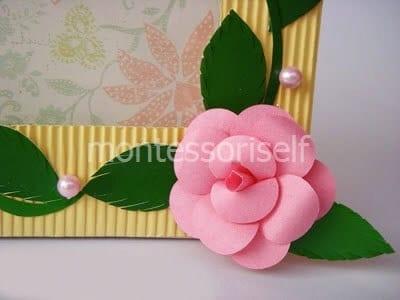 Бумажная розочка для рамки