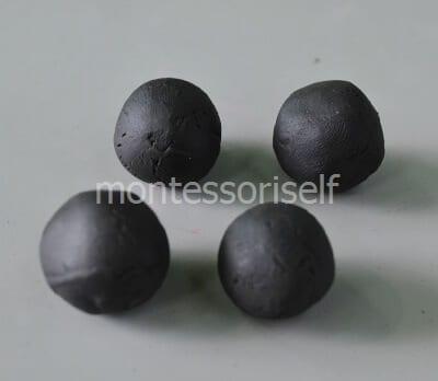 Четыре черных шариков
