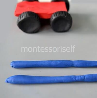 Закрепляем колеса, раскатываем синие брусочки