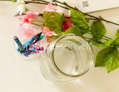 Мелки и цветы в банке