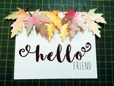 Крепим листья в верхней части открытки