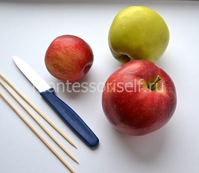 Яблоки, нож и палочки для поделки