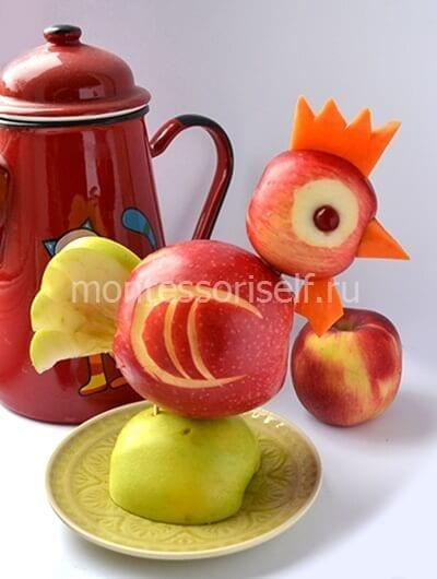 Петух из яблок