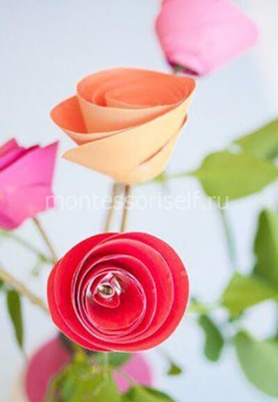 Закрепляем розу на палочке и украшаем зелеными листами