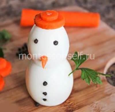 Делаем снеговику нос и ручки
