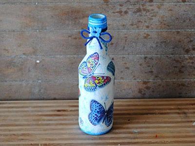 Бутылка оформленная в технике декупаж (с бабочками)