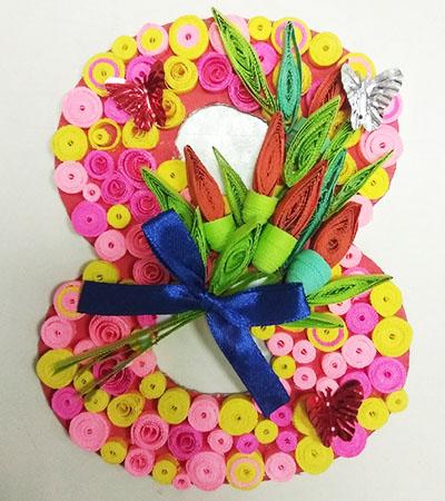 Квиллинг-восьмерка с тюльпанами
