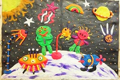 Аппликация из пластилина на День космонавтики с инопланетянами