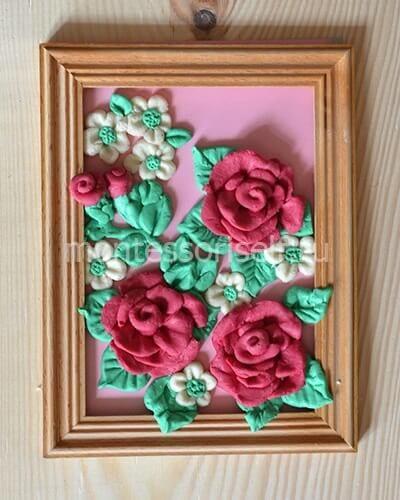 Картина с цветами из соленого теста