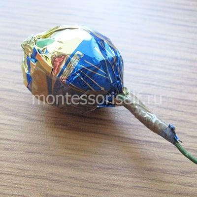 Крепим конфету на проволоке