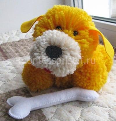 Собака из помпонов - символ 2018 года