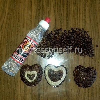 Украшаем сердечки нитками и кофейными зернами