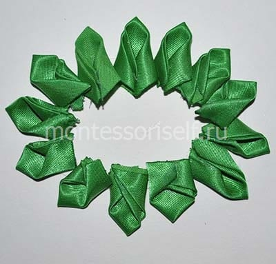 Первый ряд зеленых конвертиков