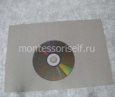 Кладем диск на картон