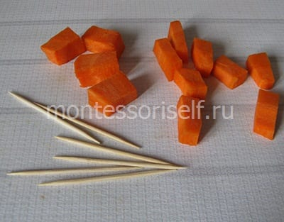 Готовим морковку и зубочистки