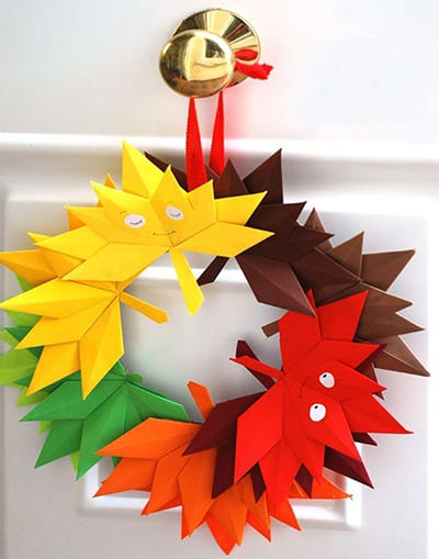 Осенний венок из листьев оригами