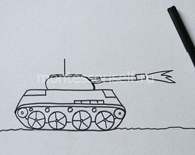 Обводим детали танка черным фломастером