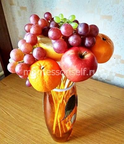 Украшаем букет виноградом