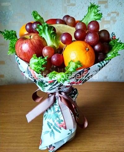 Букет из фруктов в подарок на День Матери