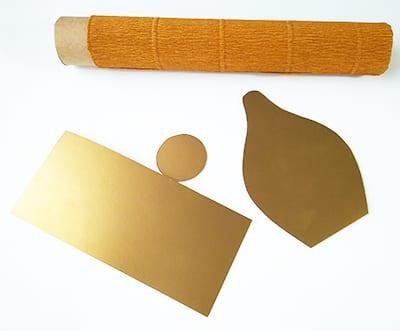 Декоративные детали из золотистой бумаги