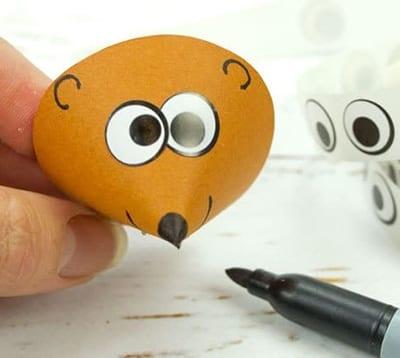 Рисуем мордочку и приклеиваем глазки