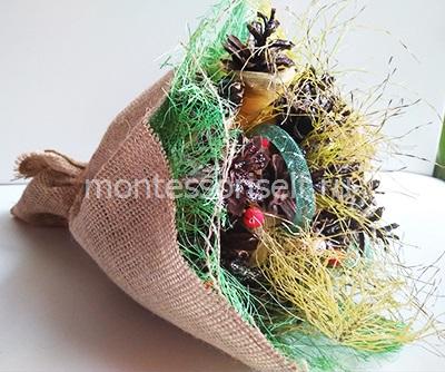 Букет цветов из шишек