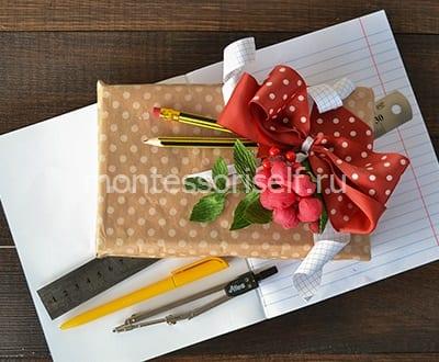 Подарочная упаковка из конфет на День Учителя