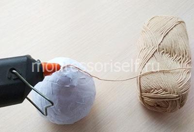 Фиксируем нить на шарике