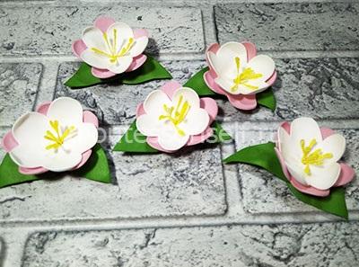 Делаем пять цветочков