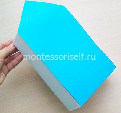 Приклеиваем голубой картон