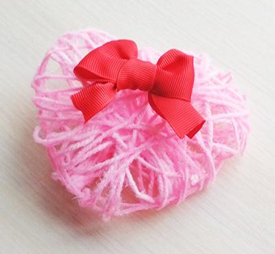 Поделка на День Святого Валентина из ниток