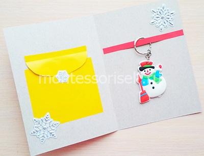Небольшие наклейки на желтом конвертике