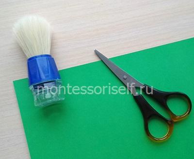 Зеленый картон, ножницы и помазок