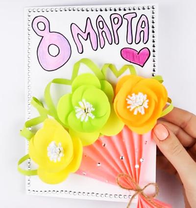 Открытка с объемными цветами и букетом-гармошкой