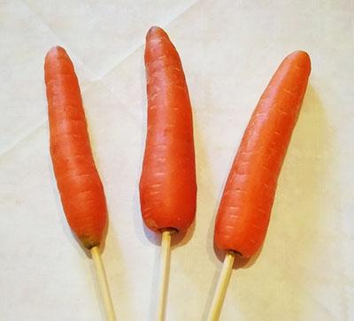 Нанизываем морковь