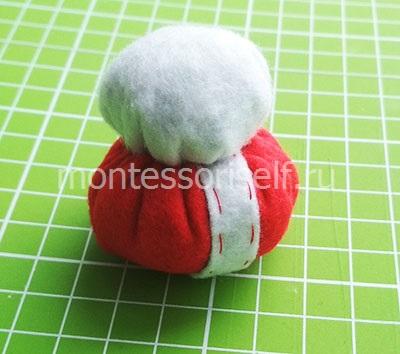 Сшиваем красный и белый шарик