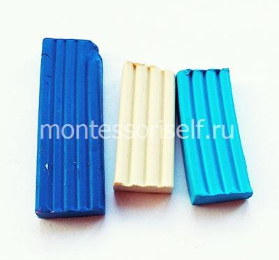 Синий, белый и голубой пластилин
