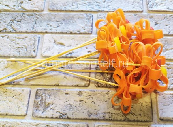 Несколько морковных цветков