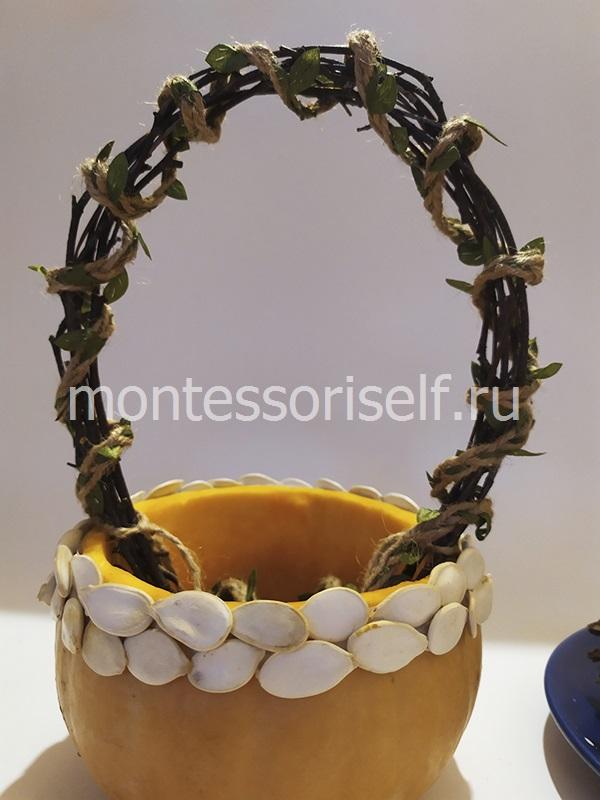 Тыквенные семечки на корзинке из тыквы